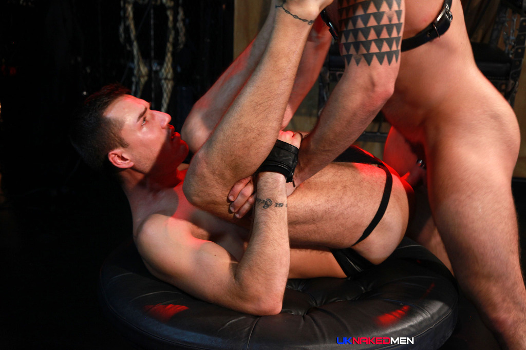 Leather Master Letterio fucks Theo Ford 0534