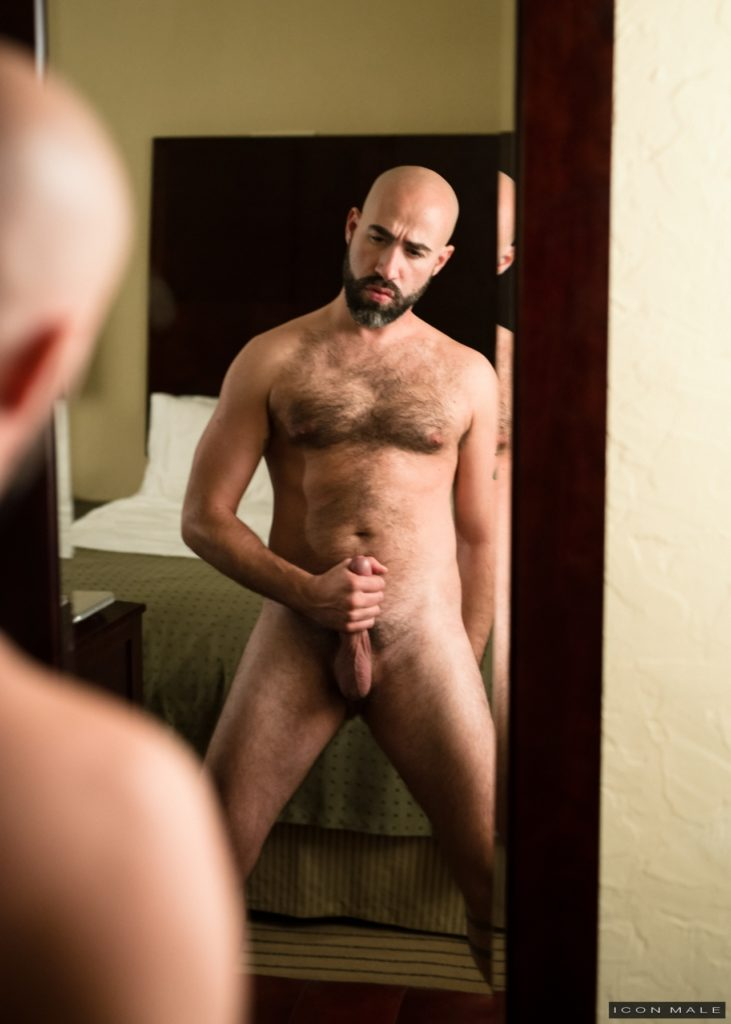 Damon Andros jerks off in front of a mirror 09